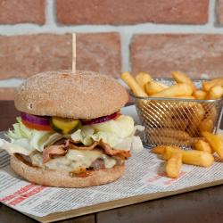 Beef Burger z frytkami
